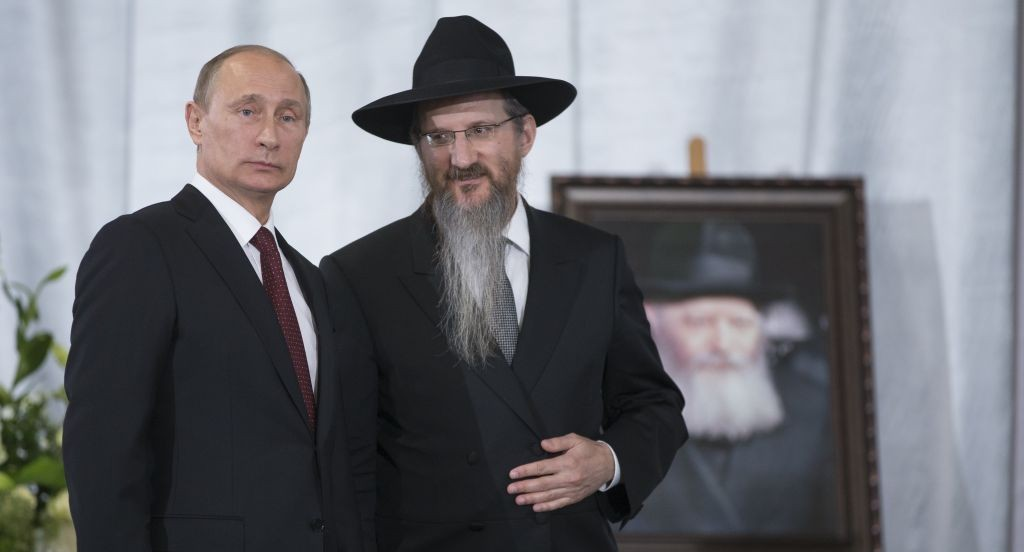 Russian President Vladimir Putin speaks with Russia's Chief Rabbi Berel Lazar in the Jewish Museum in Moscow, Thursday, June 13, 2013. (AP Photo/Alexander Zemlianichenko)