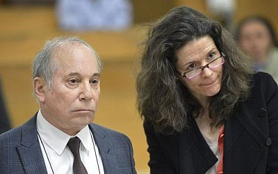 Singer Paul Simon, left, and his wife Edie Brickell appear at a hearing in Norwalk Superior Court on Monday April 28, 2014 in Norwalk, Conn. (photo credit: AP/The Hour, Alex von Kleydorff/Pool)