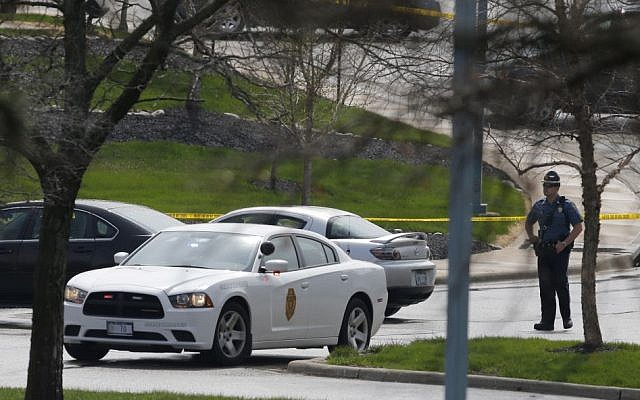 A Kansas State Trooper stands near the location of a shooting at the Jewish Community Center in Overland Park, Kansas, Sunday, April 13, 2014 (photo credit: AP/Orlin Wagner)