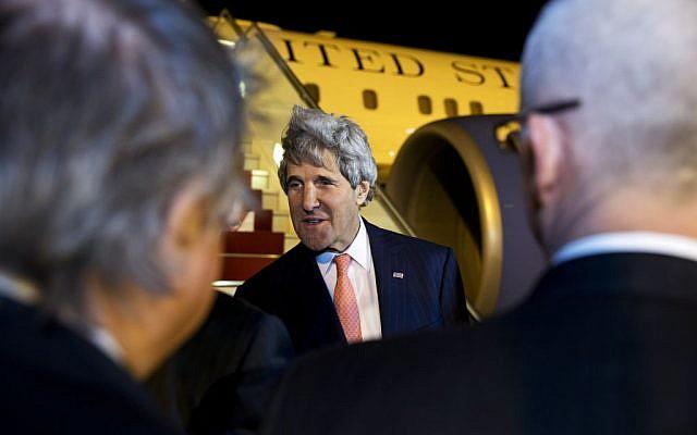 US Secretary of State John Kerry arrives in Algiers, Algeria, Wednesday, April 2, 2014, (photo credit: AP /Jacquelyn Martin, Pool)