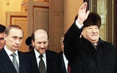 Russian President Boris Yeltsin (right) leaves the Kremlin after announcing his early resignation as head of state and the temporary transfer of his powers to Prime Minister Vladimir Putin (left), December 31, 1999. (Photograph:  ITAR-TASS/Wikipedia)