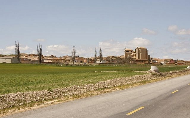 View of Castrillo Matajudíos (Photo credit: CC-BY-SA Wikipedia)