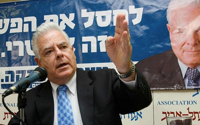 "Then-Knesset Member Efraim Sneh presents his party ""Strong Israel"" at an election campaign event in Tel Aviv, December 16, 2008. (photo credit: Roni Schutzer/Flash 90)"