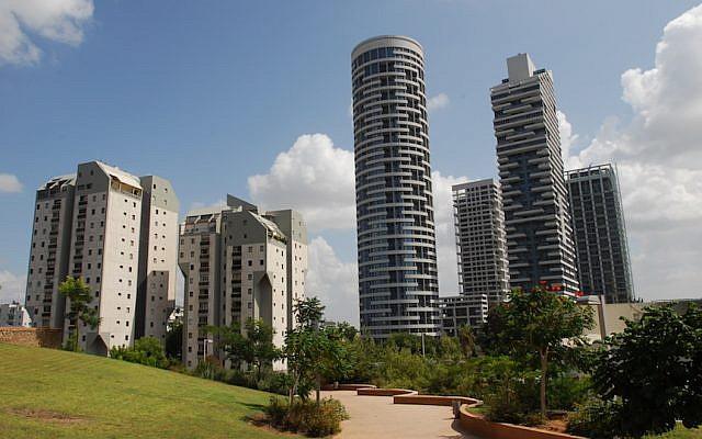Tel Aviv's Yoo Towers, a Habas project (Photo credit: Gili Yaari / Flash 90)