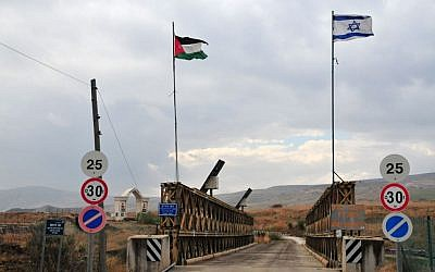 The Allenby Bridge border crossing between Jordan and Israel (Shay Levy/Flash90)