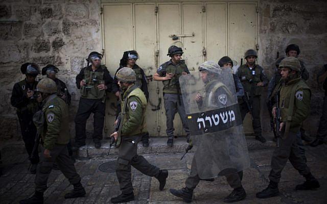 Israeli border police in the Old City of Jerusalem (Yonatan Sindel/Flash90)