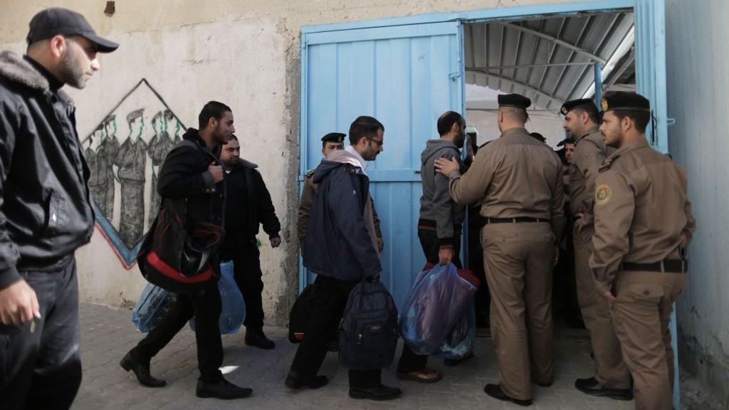 Hamas frees Fatah prisoners from a Gaza jail as a goodwill gesture, January 2014 (photo credit: Wissam Nassar/Flash90)