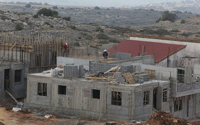 Construction in the settlement of Ariel in January 2014. (photo credit: Flash90)