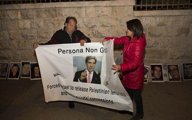 Israelis dismantling a protest tent in Jerusalem against a planned prisoner release after it was called off Thursday night, April 3, 2014. (photo credit: Yonatan Sindel/Flash90)