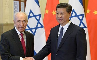 Former President Shimon Peres meets with Chinese President Xi Jinping in Beijing, China, April 8, 2014. (photo credit: Amos Ben Gershom/GPO/Flash 90)