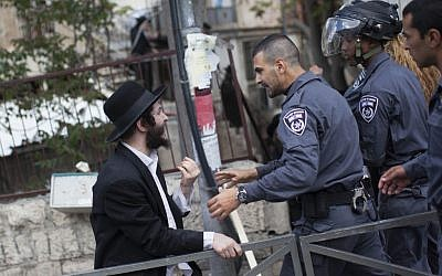 Ultra-Orthodox men clash with police in Jerusalem, Thursday, April 10, 2014, following the arrest of a Haredi man who failed to answer a draft summons (photo credit: Yonatan Sindel/Flash90)