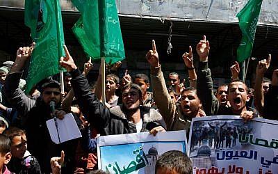 Gazans waving Hamas flags at a rally on Monday, April 14, 2014. (photo credit: Abed Rahim Khatib/Flash90)