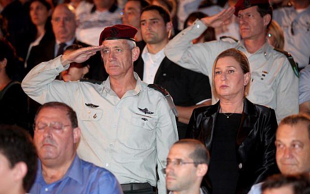 IDF Chief of Staff Benny Gantz (L) seen with Hatnua head Tzipi Livni (R) at a ceremony at Kibbutz Tel Yitzhak, as Israel marks the annual Holocaust Remembrance Day on April 27, 2014. (photo credit: Gideon Markowicz/Flash90)