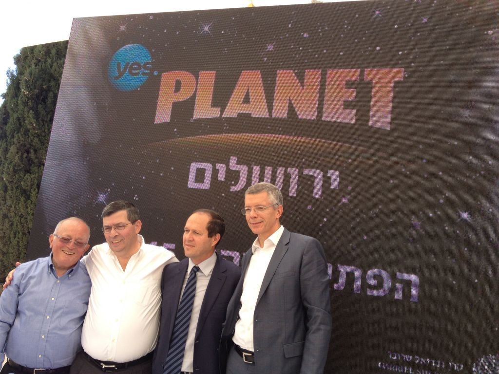 Sherover's Udi Wexler, YES Planet CEO Mooki Greidinger, Mayor Nir Barkat and IMAX's Europe, Middle East and Asia president Andrew Cripps (photo credit: Jessica Steinberg/Times of Israel)