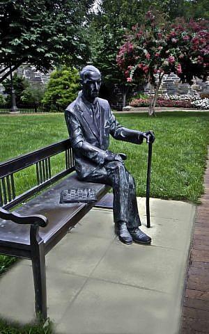 Statue of Jan Karski on the Georgetown University campus. (photo credit: © Carol Harrison)