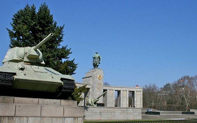 Berlin's Soviet War Memorial in Tiergarten, Berlin (Photo Credit: CC-BY-SA Mike Peel/Wikimedia Commons)