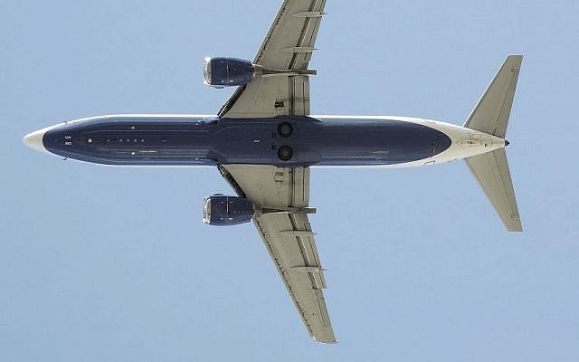View of a Boeing 737 in flight. (illustrative photo credit: Arpingstone, Wikimedia Commons)