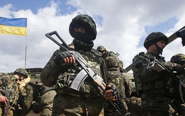 Ukrainian Army troops receive munitions at a field on the outskirts of Izyum, Eastern Ukraine, Tuesday, April 15, 2014. (AP Photo/Sergei Grits)