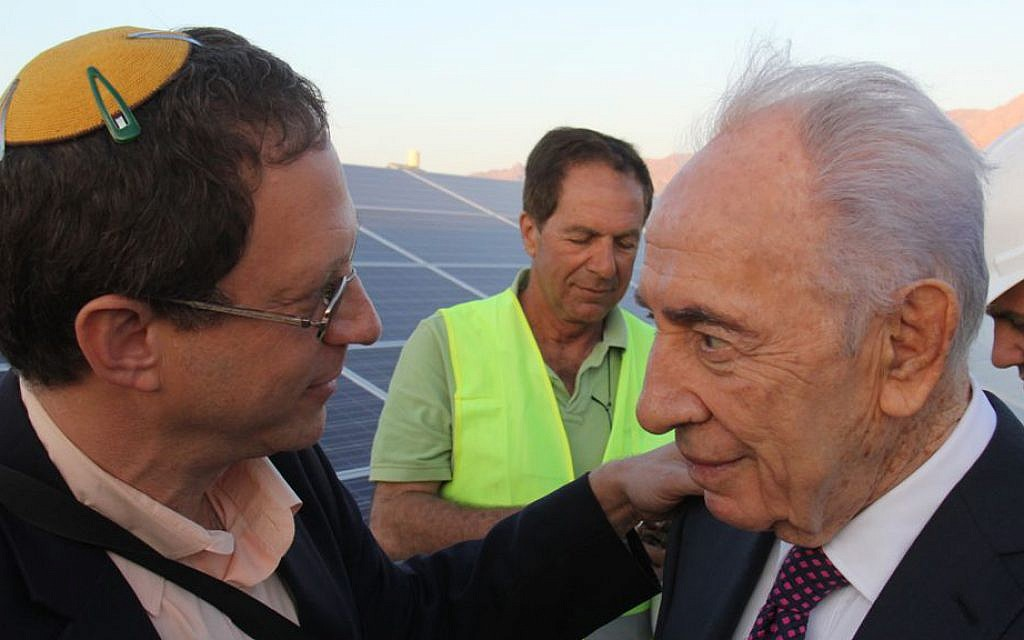 Solar energy entrepreneur Yossi Abramowitz, left, with President Shimon Peres, at Kibbutz  Elifaz, April 2014 (photo credit: Yosef Engel)
