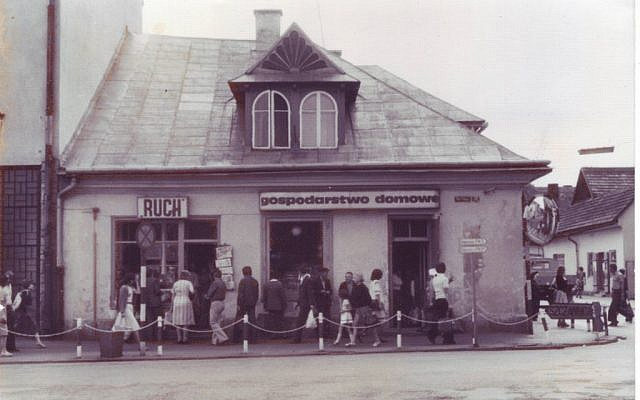 Vintage photo of the Singer store in Nowy Targ (courtesy)