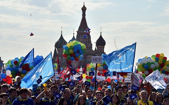 Russian Trade Unions' members parade on the Red Square in Moscow on May 1, 2014, during their May Day demonstration authorized by authorities. (AFP/Yuri Kadobnov)