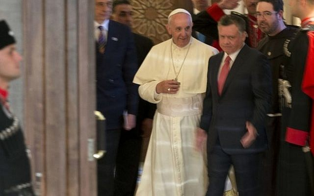 Pope Francis is greeted by Jordan's King Abdullah II during a meeting at the Royal Palace in Amman on May 24, 2014. (Photo credit: AFP/Pool/Andrew Medichini)