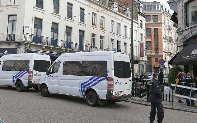 Policemen close access of the scene of a shooting near the Jewish Museum in Brussels, on May 24, 2014 (Photo credit: AFP/ Belga Photo/NICOLAS MAETERLINCK)