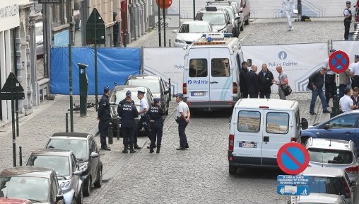 Policemen stand guard around the site of a shooting near the Jewish Museum in Brussels, on May 24, 2014. Three people were killed and one badly injured Saturday near the Jewish Museum in Brussels city centre. Photo credit: AFP/Belga/ Nicolas Maeterlinck)