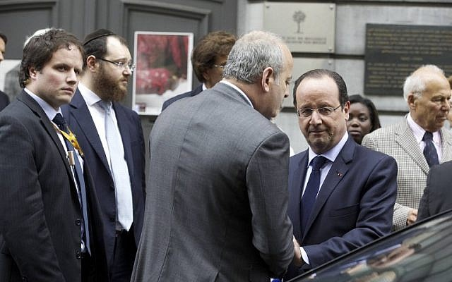 (From L-R) Leader of Rome Jewish community, Ricardo Pacifici, Minister of Justice Annemie Turtelboom, Italian Prime Minister Matteo Renzi, French President Francois Hollande and Belgian Prime Minister Elio Di Rupo pay tribute to the victims of a shooting at a Jewish museum in Brussels, on May 27, 2014. (photo credit: AFP PHOTO / BELGA / NICOLAS MAETERLINCK)