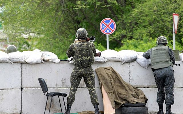 A Ukrainian soldier holds a rocket launcher as he guards a checkpoint near the eastern Ukrainian city of Slovyansk on May 5, 2014.  (photo credit: AFP/SERGEY BOBOK)