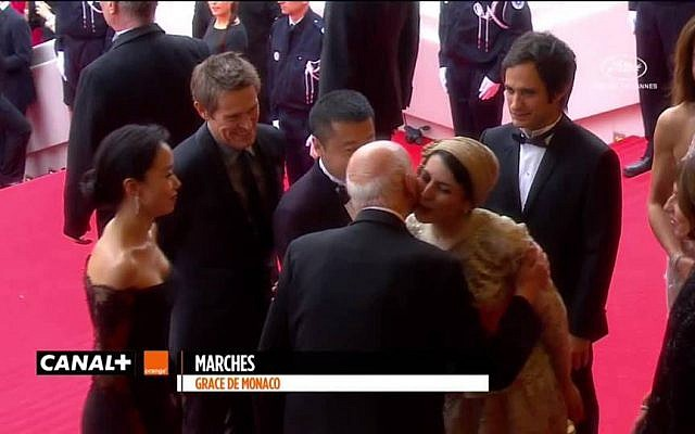 An image circulated by Iranian media shows actress Leila Hatami kissing Gilles Jacob, the president of the Cannes Film Festival, May 2014 (screen capture: Canal Plus)