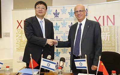 Tel Aviv University president Prof. Joseph Klafter (R) and Professor Chen Jining, president of Tsinghua University at Monday's announcement (Photo credit: Koby Kantor)