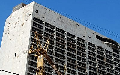 The old Holiday Inn in Beiruit, Lebanon, in 2011. (photo credit: CC BY SA Karan Jain/Flickr)