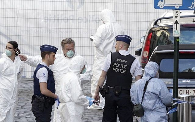Forensic experts examine the site of a shooting at the Jewish museum in Brussels, Saturday, May 24, 2014.  (Photo credit: AP/Yves Logghe)