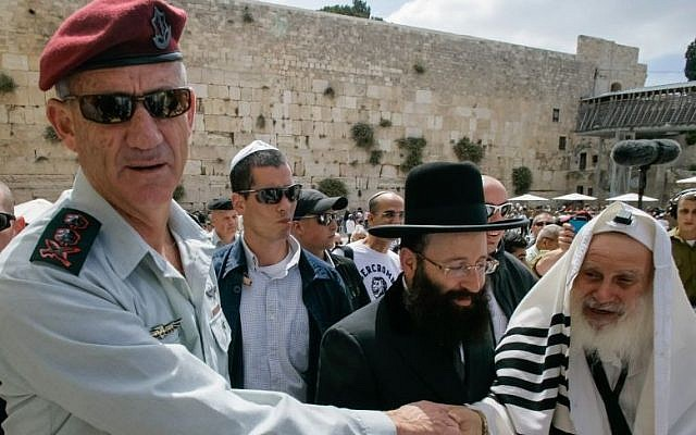 IDF Chief of the General Staff Benny Gantz at the Western Wall Monday, after participating at his son bar mitzvah, May 19, 2014. Photo by Flash90