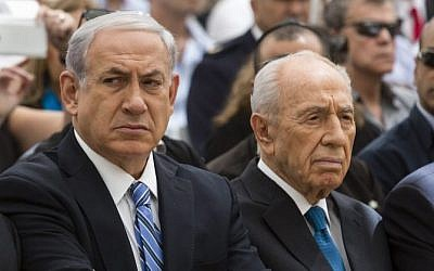 Prime Minister Benjamin Netanyahu and President Shimon Peres seen during a ceremony laying a founding stone for the National Memorial Hall for IDF victims of war on Mount Herzl in Jerusalem on April 30, 2014. (Photo credit: David Vaaknini/POOL/Flash 90)