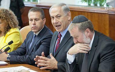 Then-communications minister Gilad Erdan (L), Prime Minister Benjamin Netanyahu (C) and then-cabinet secretary Avichai Mandelblit seen at the weekly cabinet meeting at the Prime Minister's Office in Jerusalem, May 4, 2014. (Emil Salman/Pool/Flash90)