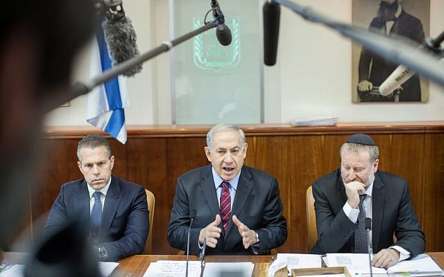 Benjamin Netanyahu, center, speaking at the start of the cabinet meeting in Jerusalem on May 4, 2014. (Emil Salman/POOL/FLASH90)