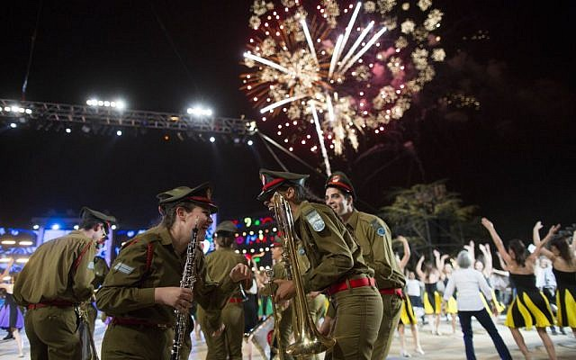 The Israeli 66th Independence Day Ceremony at Mount Herzl in Jerusalem on May 5, 2014. (photo credit: Yonatan Sindel/Flash90)