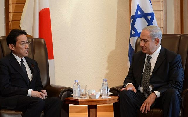 Prime Minister Benjamin Netanyahu, right, meeting with Japanese Defense Minister, Itsunori Onodera in Toyko, on Tuesday, May 13, 2014. (Photo credit: Kobi Gideon/GPO/Flash 90)