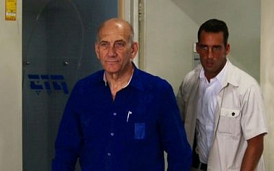 Former prime minister Ehud Olmert arrives for sentencing in the Holyland affair at the District Court in Tel Aviv, May 13, 2014. Photo credit:Moti Kimchi/POOL/Flash90)