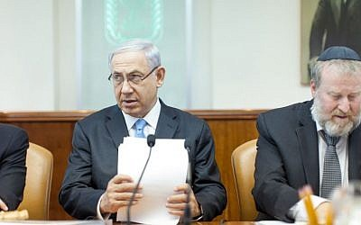 Prime Minister Benjamin Netanyahu (L) and cabinet secretary Avichai Mandelblit seen at the weekly cabinet meeting at Prime Minister Netanyahu's office in Jerusalem. May 25, 2014. (photo credit: Emil Salman/POOL/FLASH90)