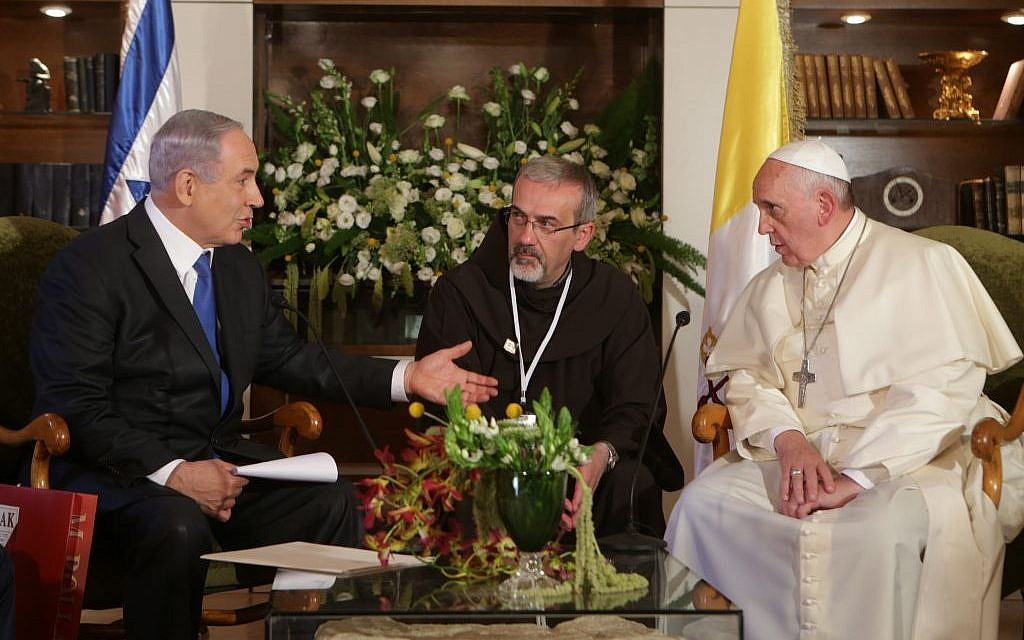 Pope Francis shakes hands with Israeli Prime Minister Benjamin Netanyahu during a meeting in Jerusalem on May 26, 2014.  (Photo credit: Alex Kolomoisky/POOL/Flash90)