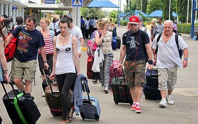 British tourists queue with their luggage to leave from the international airport in Mombasa, Kenya, on Friday, May 16, 2014. (photo credit: AP)