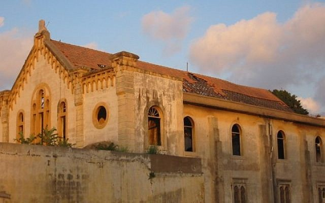 Beirut's Magen Avraham synagogue before restoration projects. (Photo credit: CC BY-SA 3.0, NYC2TLV/Wikimedia)