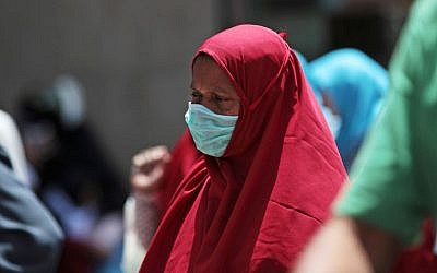 A Muslim pilgrim wears a surgical mask to prevent infection from the MERS virus, in Mecca, Saudi Arabia, May 13, 2014. (photo credit: AP/Hasan Jamali)