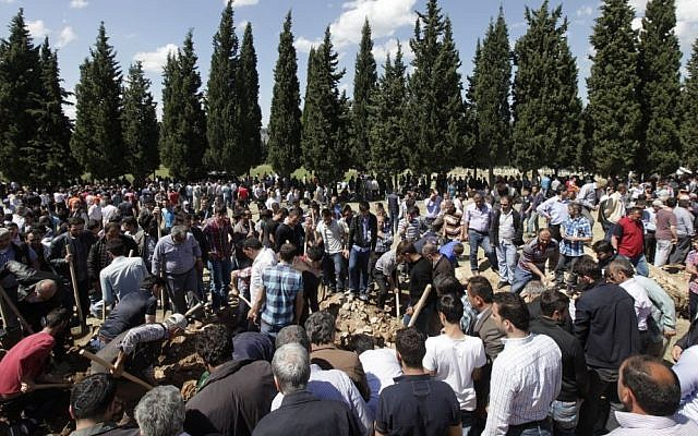 Relatives and friends of victims of the mine accident bury their loved ones during a mass funeral procession, in Soma, Turkey, on Thursday, May 15, 2014. (photo credit: AP/Lefteris Pitarakis)