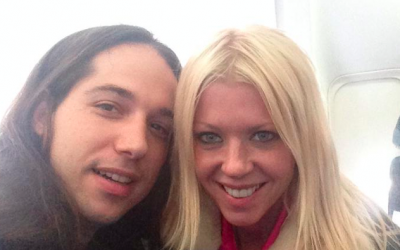Infected Mushroom musician Erez Eisen and his girlfriend, Tara Reid, on the plane to Israel (Courtesy Infected Mushroom Facebook page)