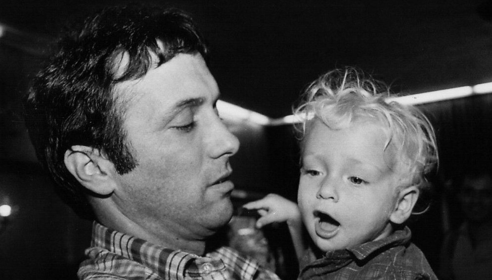 Assi Dayan, with his son, Lior, in 1985. Lior Dayan was temporarily placed in foster care after his parents divorced (photo credit: Moshe Shai/Flash 90)