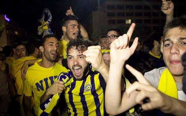 Fans celebrating Maccabi Tel Aviv's win in Tel Aviv Sunday night, May 18, 2014. (photo credit: Flash90)